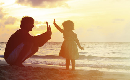 Father-Daughter-Beach-Sunset-900